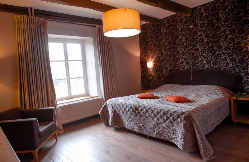 Guest room at Auberge de la Grappe d'Or.