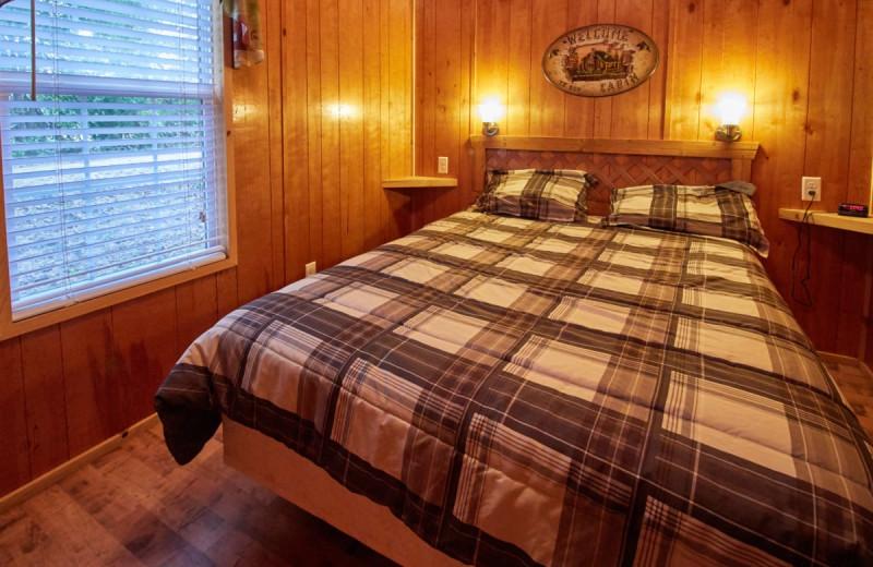 Cabin bedroom at Lone Star Jellystone.