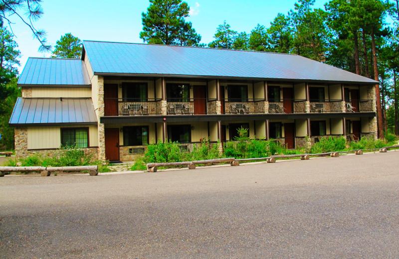 Exterior view of Jacob Lake Inn.