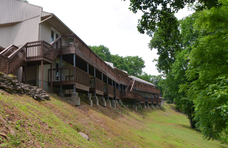 Exterior view of The Retreat at Center Hill Lake.