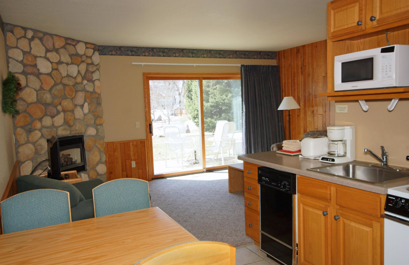 Guest suite at Kavanaugh's Sylvan Lake Resort.