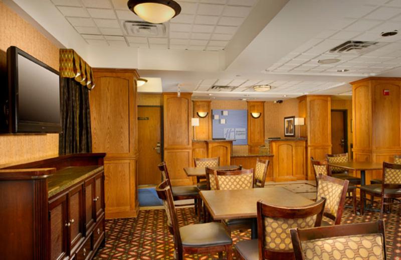 Lobby and dinning area at Holiday Inn Express San Antonio.