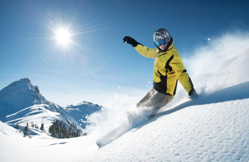 Skiing at JetLiving.
