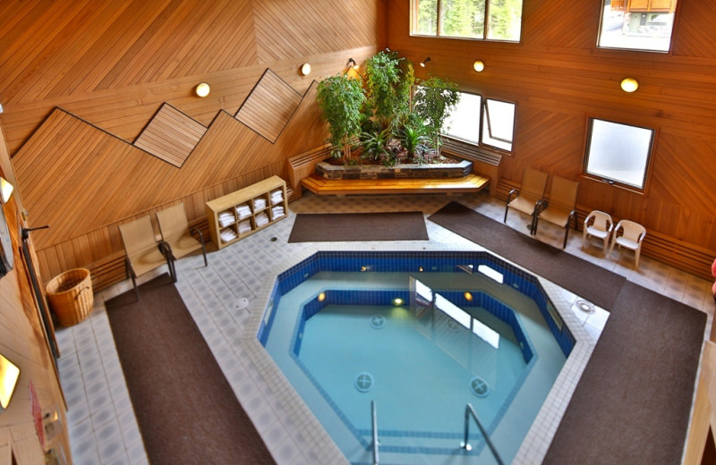 Hot tub at Mountaineer Lodge.