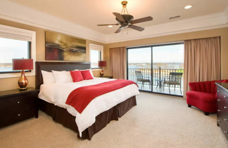 Guest bedroom at Camden on the Lake.
