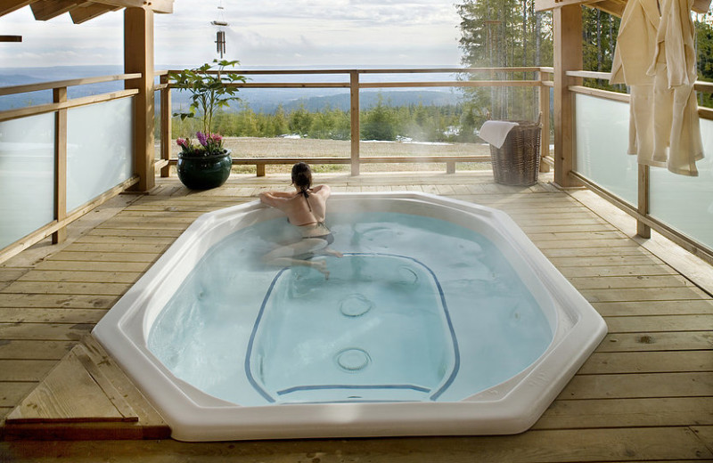 Hot tub at Wood Mountain Lodge.