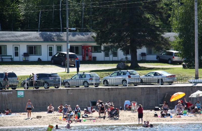 Beach at Crescent Beach Cottages.