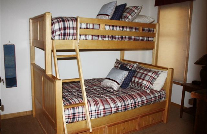 Vacation rental bunk room at Alpine Meadows Management.