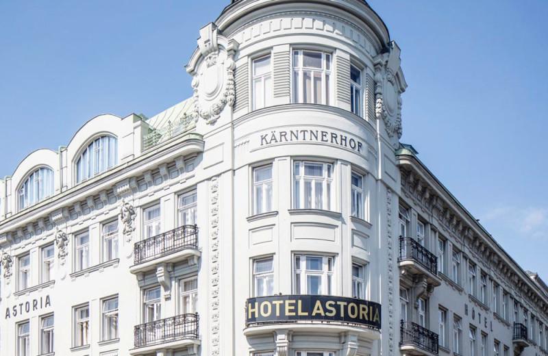 Exterior view of Hotel Astoria.