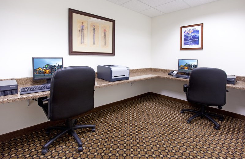 Business center at Holiday Inn Express & Suites Lander.
