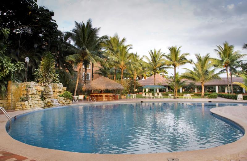 Outdoor pool at Hotel Oro Verde Machala.