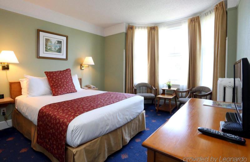Guest room at James Bay Inn Hotel, Suites & Cottage.