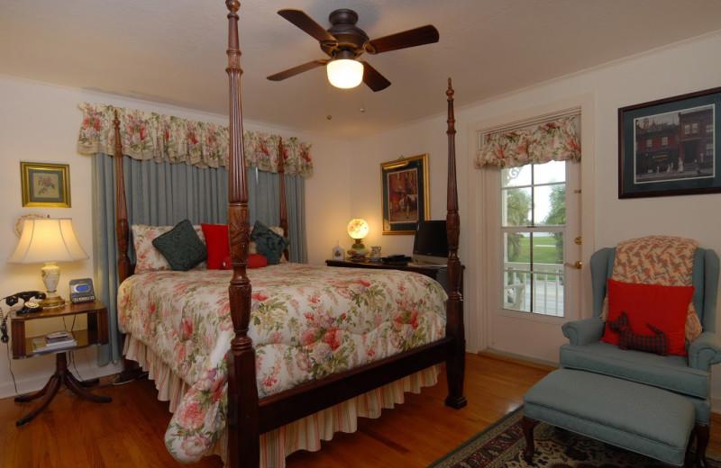 Guest room at Sabal Palm House B & B.