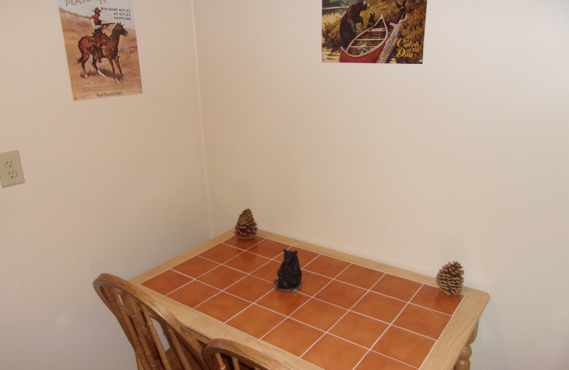 Guest table at Embers Lodge.