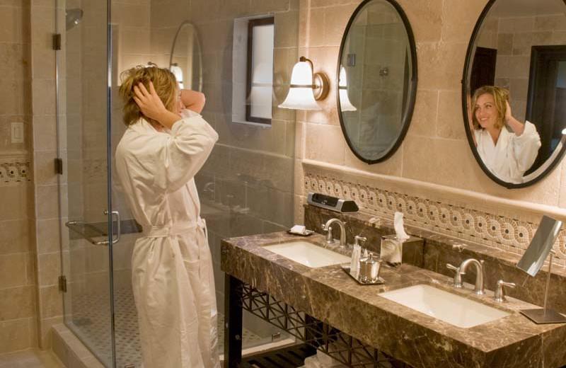 Bathroom at Roman Spa Hot Springs Resort.