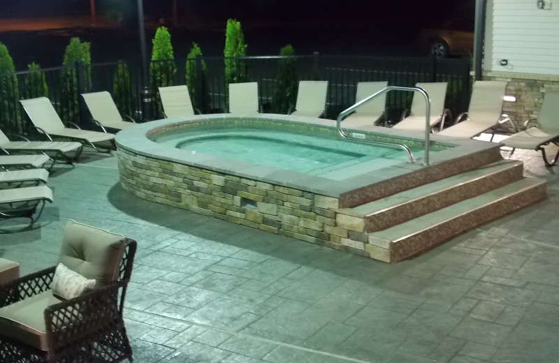 Hot tub at Fairway Suites.