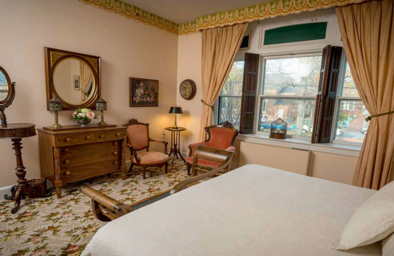 Guest room at The White Swan Tavern.