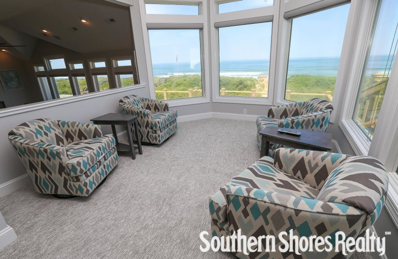 Rental sitting area at Southern Shores Realty.