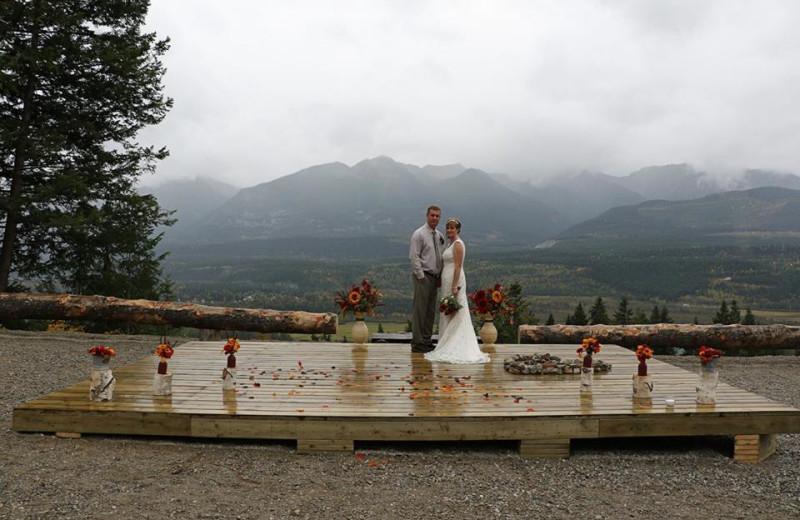 Wedding couple at Cedar House Restaurant & Chalets.