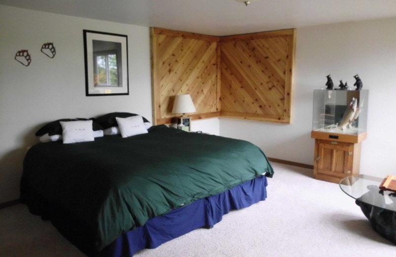 Guest bedroom at portsman's Cove Lodge.