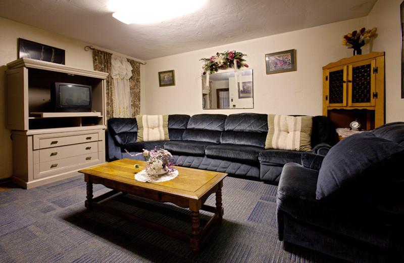 Living room area at Delaware Court Motel.