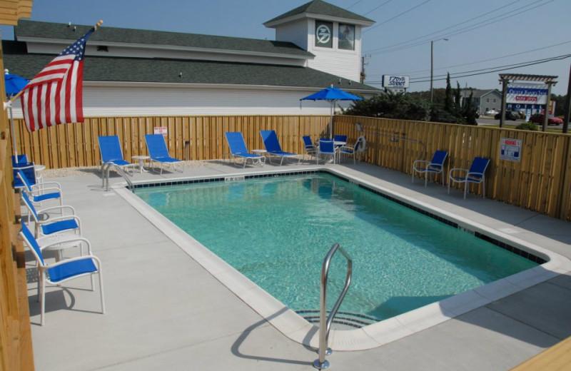 Swimming pool at Outer Banks Inn.