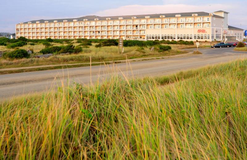 Exterior view of Shilo Inn Suites Hotel Ocean Front Resort.