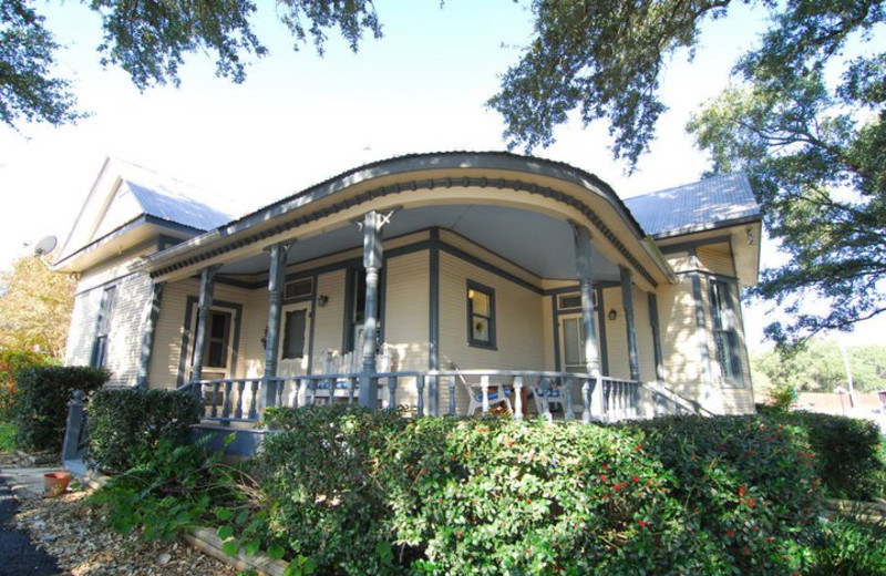 Exterior view of Acorn Hill Bed & Breakfast.
