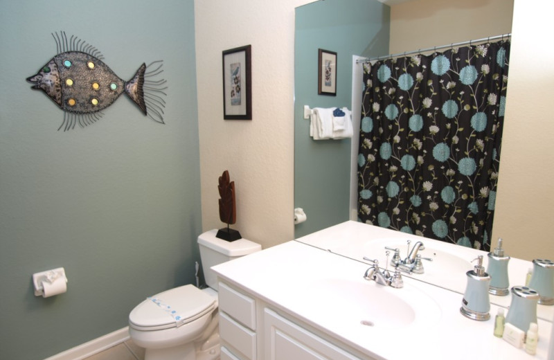 Vacation rental bathroom at Casiola Vacation Homes.