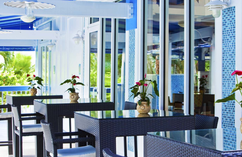 Outdoor dining at Sheraton Suites Key West.