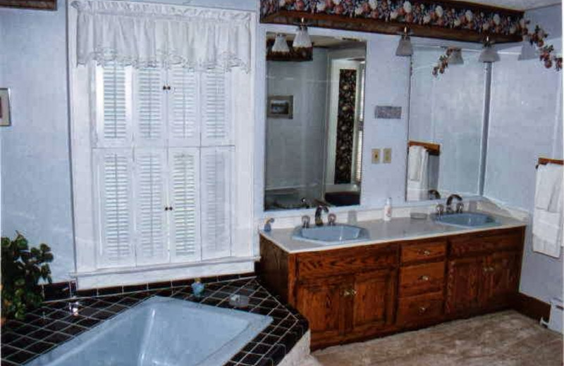 Bathroom at Quill Haven Country Inn.