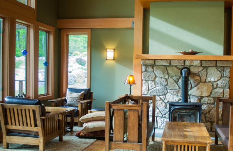 Guest lounge at Minnewaska Lodge.