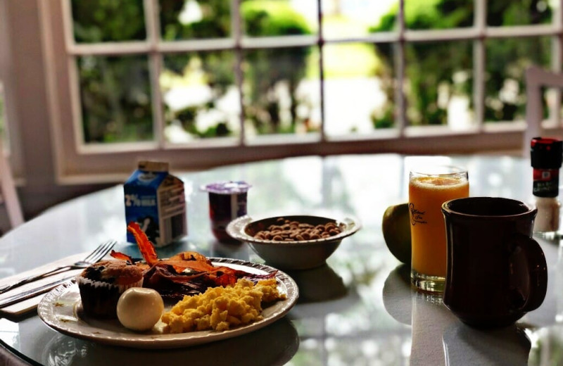 Breakfast at Colonial Inn.