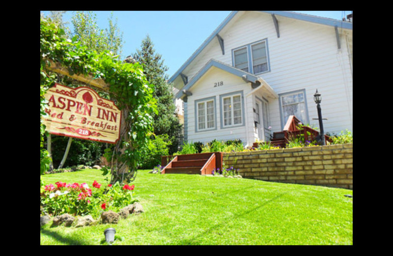 Exterior view of Aspen Inn Bed & Breakfast.