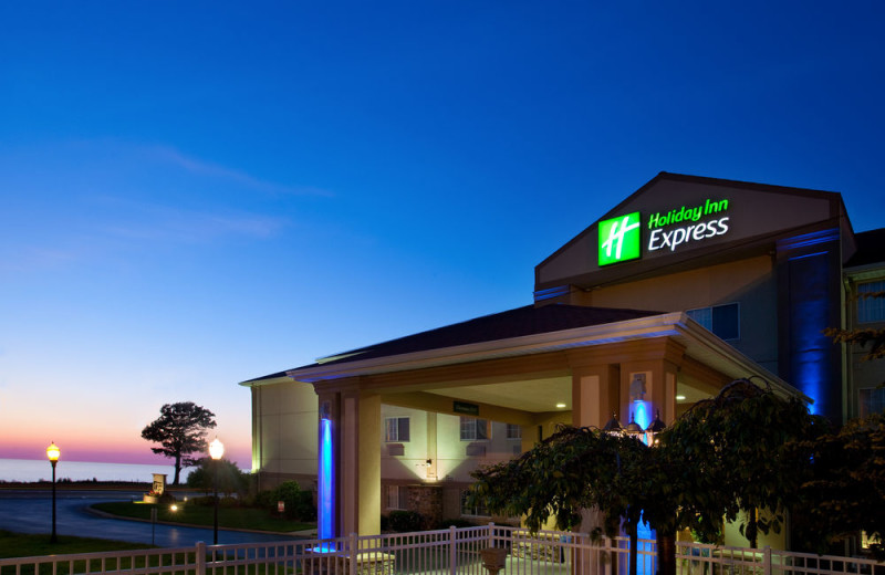 Exterior view of Holiday Inn Express Hotel & Suites - St. Joseph.