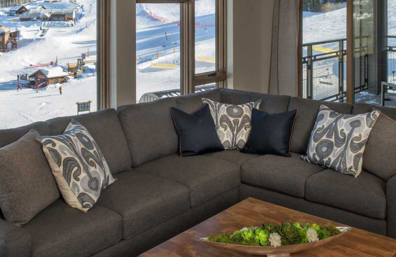 Guest living room at Grand Colorado on Peak 8.