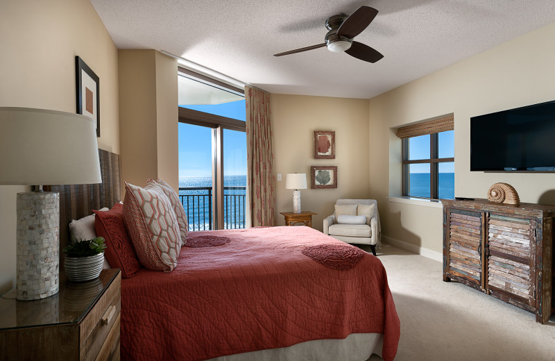 Guest bedroom at North Beach Plantation.