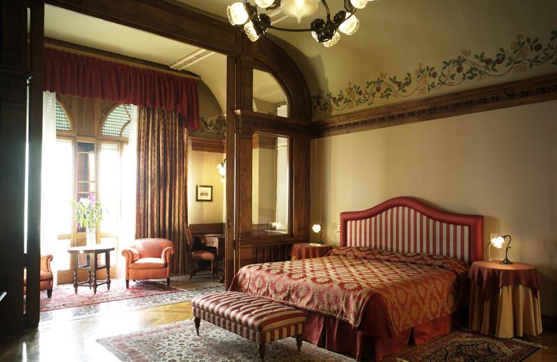 Guest suite at Hotel Villa del Sogno.