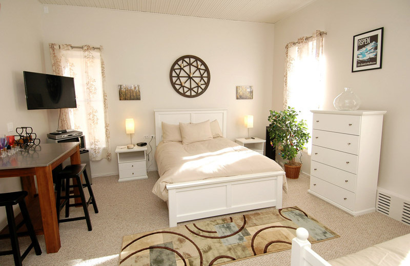 Rental bedroom at Frias Properties of Aspen - Independence Square.