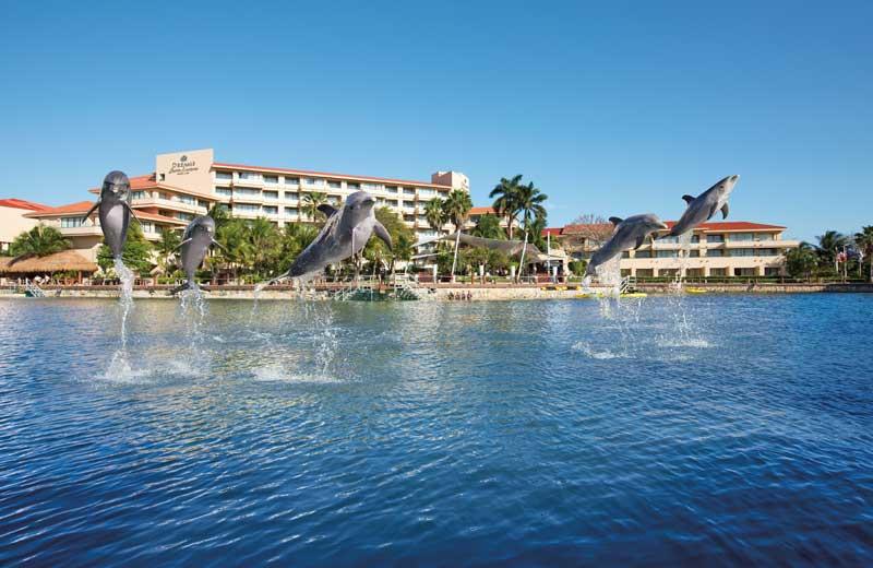 Exterior view of Dreams Puerto Aventuras Resort & Spa.