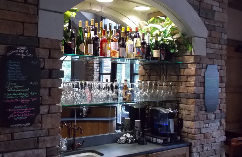 Bar at Fairway Suites At Peek'n Peak Resort.
