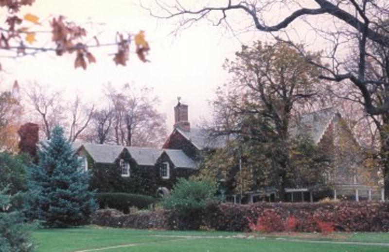 Exterior view of Morgan Samuels Inn.