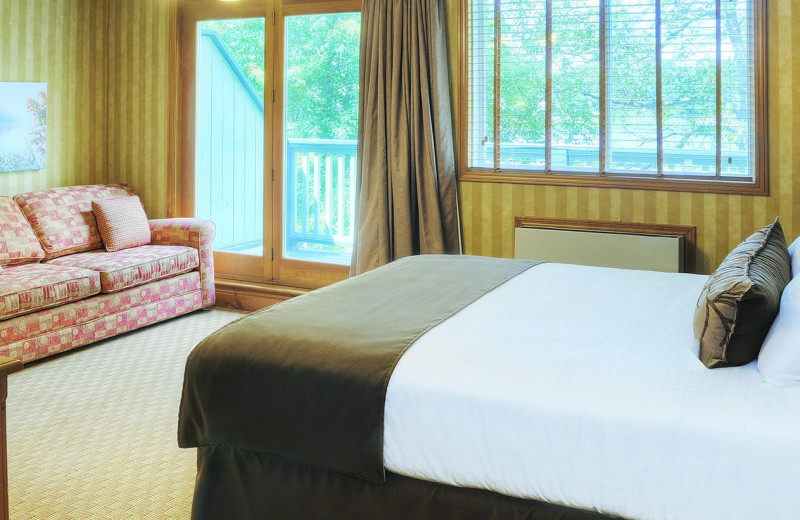 Guest room at Bayview Wildwood Resort.