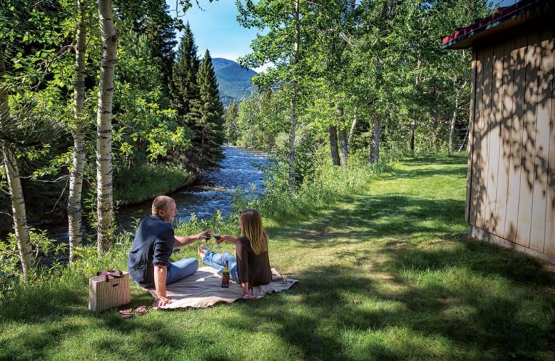 Couple picnic at Rock Creek Resort.