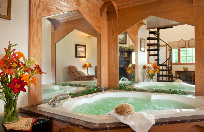 Country Oak Loft hot tub at HideAway Country Inn.