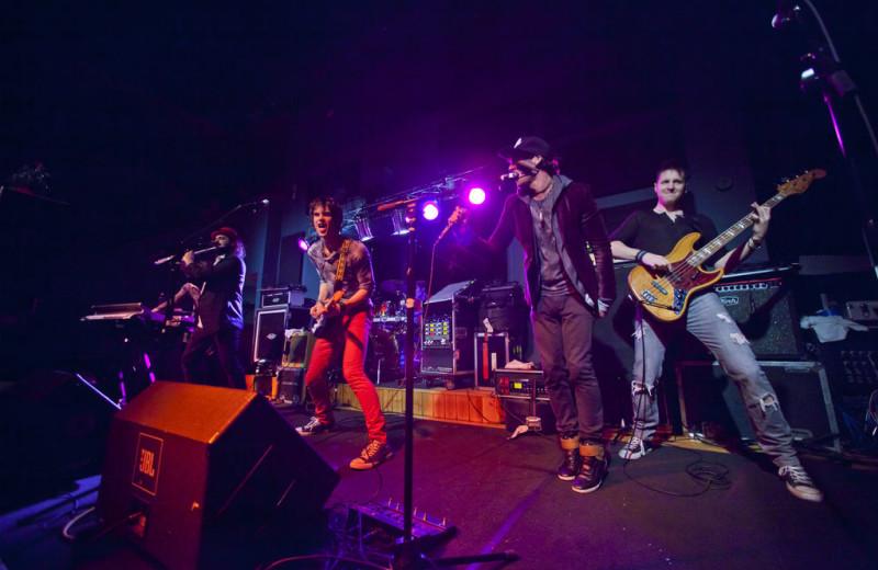 Live entertainment at Eagle Ridge at Lutsen Mountains.
