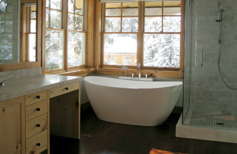 Rental bathroom at Rendezvous Mountain Rentals & Management.
