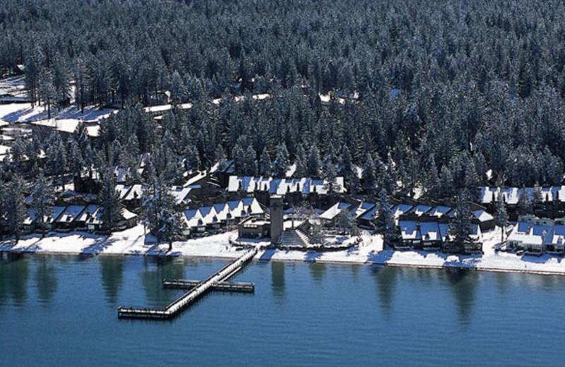 Aerial view of Aston Lakeland Village.