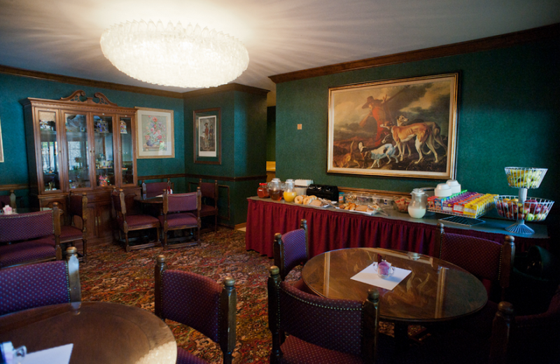 Dining room at East Norwich Inn.