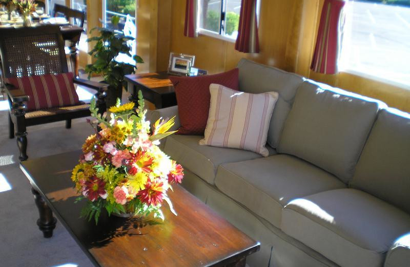 The 70' Gold houseboat living area at Antelope Point.